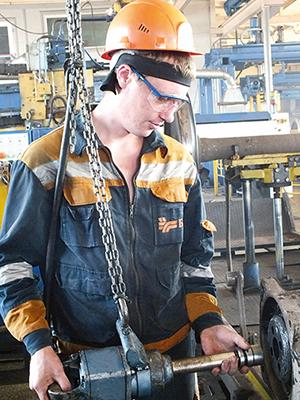 Слесарь по ремонту подвижного состава Тимофей Трофимчик тоже делает первые шаги в профессии