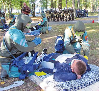 В очаге комбинированного поражения помощь оказывают сотрудники локомотивного депо Гомель