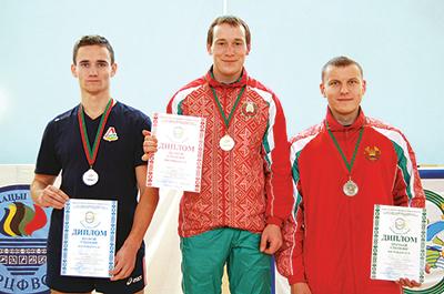 Призеры универсиады в категории до 80 кг. Дмитрий Коренкович - слева