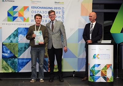 Максим Афонченко (на фото слева)