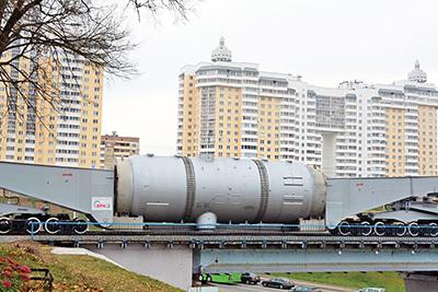 Парогенератор транспортируют по Белорусской железной дороге