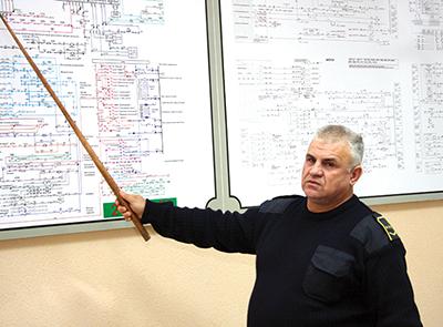Машинист-инструктор Михаил Синько проводит занятие с локомотивными бригадами