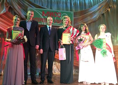 Барановичское отделение. На сцене участницы конкурса и члены жюри
