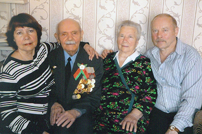 Супруги Грушановы с сыном Сергеем и дочерью Раисой, февраль 2015 г.