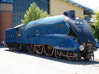Английский паровоз серии А4 № 4468 Mallard в июле 1938 года достиг скорости свыше 186 км/ч
