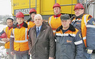 Бригада Домановского района контактной сети с Леонидом Коваленко (в центре)