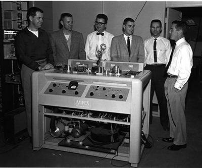 """В 1957 году создатели видеомагнитофона получили американскую телевизионную премия """"Эмми"""""""