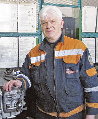 Слесарь по ремонту топливной аппаратуры Владимир Семуткин