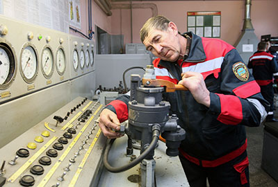 Слесарь по ремонту подвижного состава Павел Степура - один из лучших специалистов