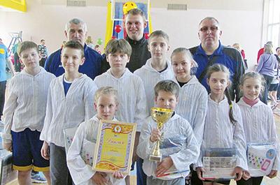 Сборная команда предприятий Оршанского узла со спортивными инструкторами