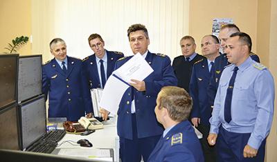 Начальник дистанции Валерий Березин проводит техническую учебу с персоналом