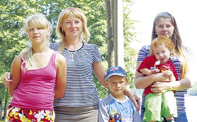 Жена Сергея Светлана с детьми