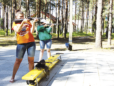 На огневом рубеже представительница магистрали Вероника Цыбранкова (справа)