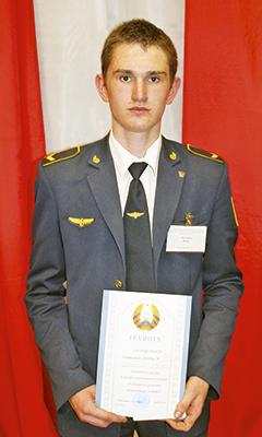 Победитель в индивидуальном соревновании Иван Латушко из группы № 15
