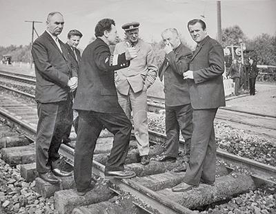 Федор Мишко (на переднем плане) с делегацией польских железнодорожников