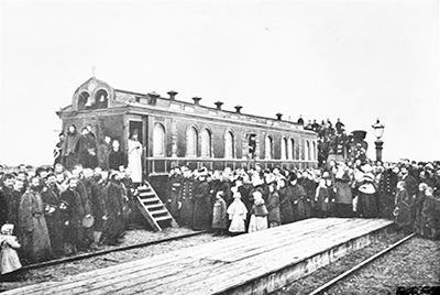 Богослужение в вагоне-церкви. Начало ХХ века