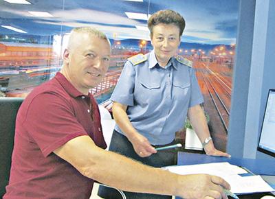 Начальник товарной конторы ЦУТО Анна Петрова всегда готова помочь клиентам