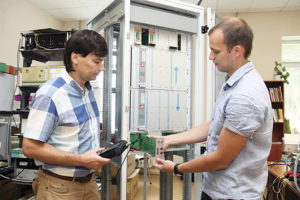Ведущий инженер-технолог Юрий Аксенчик и ведущий инженер-программист Тимофей Литвинович