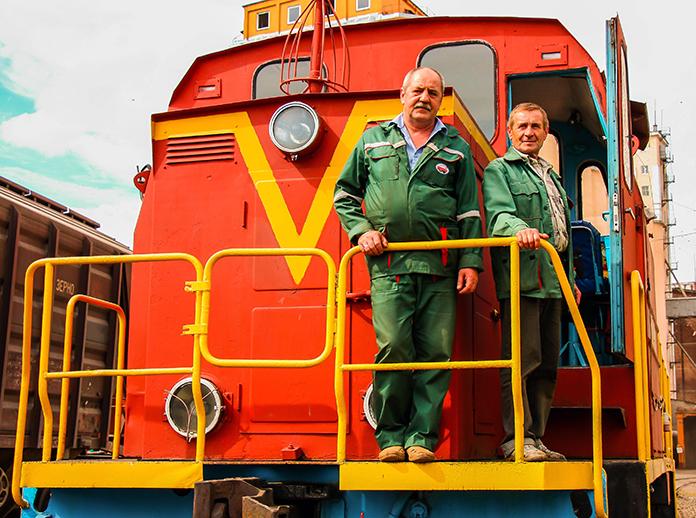 Машинист Иван Лапицкий и старший машинист Олег Шатило всегда работают в тандеме