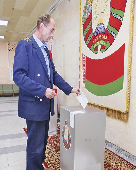 Железнодорожник Александр Плотников проголосовал одним из первых