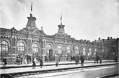 Вид на Виленский вокзал Минска со строны железнодорожных путей. Начало ХХ века