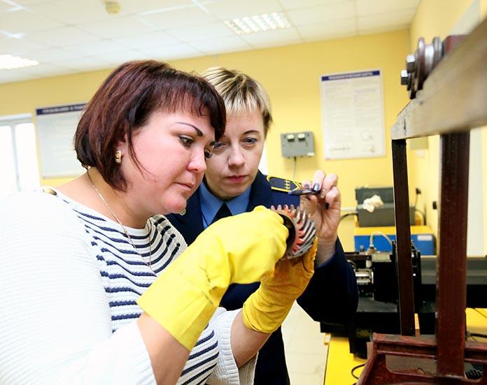 Ольга Ходор и участница конкурса из Барановичей Юлия Павлова