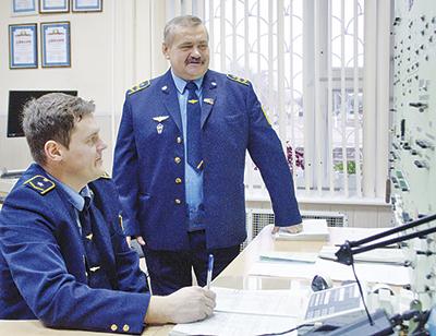 Дежурный по станции Сергей Емельянов и начальник станции Анатолий Василевский