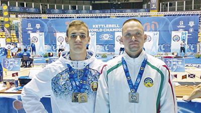 Дмитрий Коренкович и Андрей Цыков во время чемпионата мира по гиревому спорту в Турине