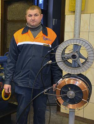 Один из лучших рационализаторов - Юрий Садовский, мастер участка восстановления и изготовления деталей